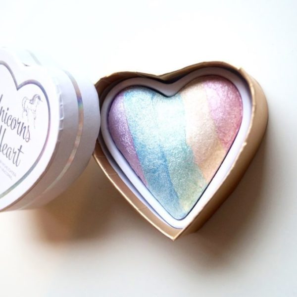 Review | Makeup revolution, unicorns heart highlighter.