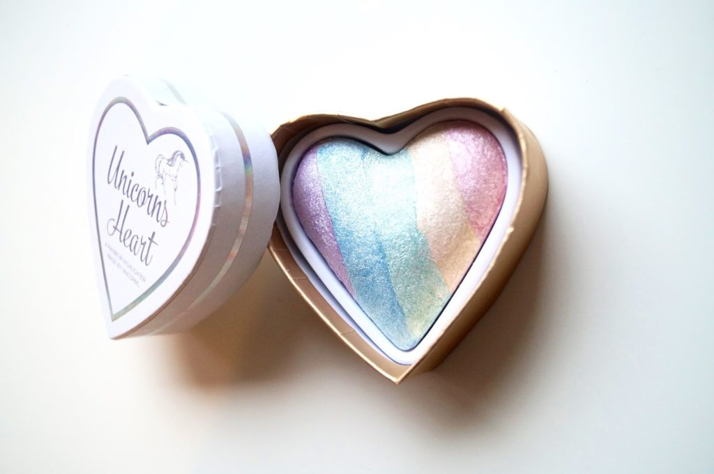 Review | Makeup revolution, unicorns heart highlighter.