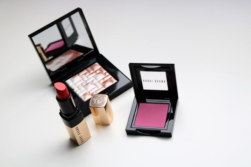Review | Bobbi Brown Powder Pink-Glow highlighter, Peony blush & Luxe Lip Color Retro Coral.
