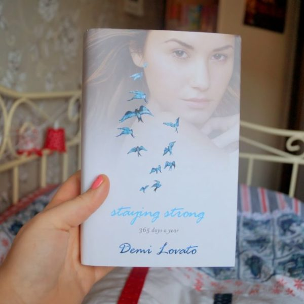 New in: Demi Lovato – Staying strong, 365 days a year.